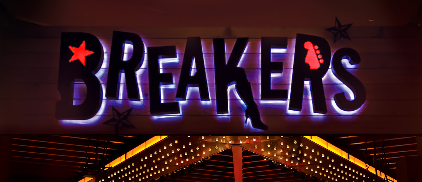 Breakers Bar Live Signage